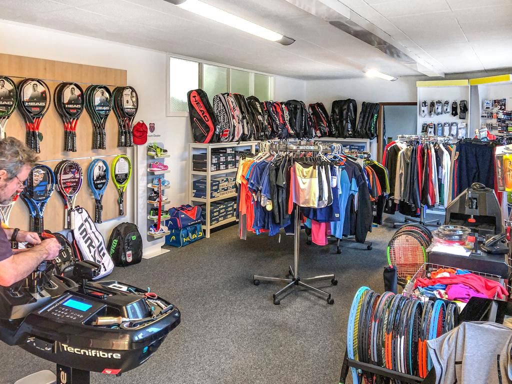 Showroom M's Rackets Service